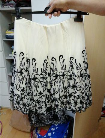 Spódnica ecru z czarnym wzorzystym dołem Zara