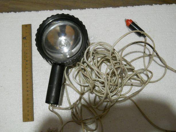 Прожектор рабочий, работает от автоприкуривателя, длина провода 9,5 м.