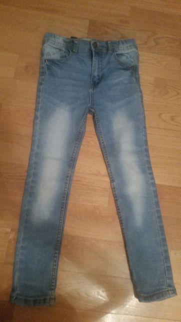 Spodnie rurki jeansy 128