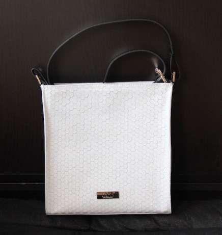SIMPLE skórzana torebka biała czarna skóra naturalna listonoszka biel