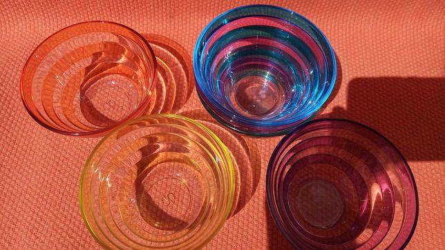 Conjunto de 6 taças coloridas com portes