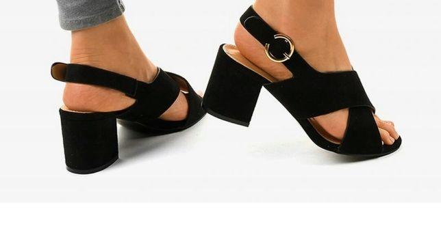 Czarne sandały na słupku nowe