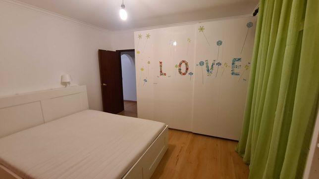 Aluguer quarto, em São Domingos de Rana, com Cozinha e varanda
