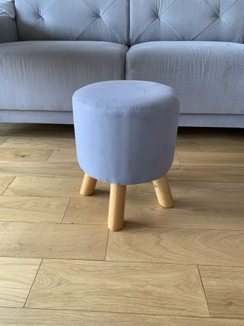 Taboret stołek tapicerowany szary pufa drewniane nóżki dla dziecka