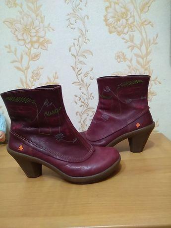 Фірмові Іспанські чоботи Art 39 р по ст 25 см на широку ніжку