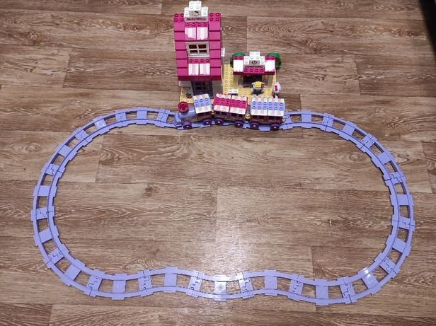 Конструктор Железная дорога Hello Kitty Unico Plus ( размер Lego Duplo