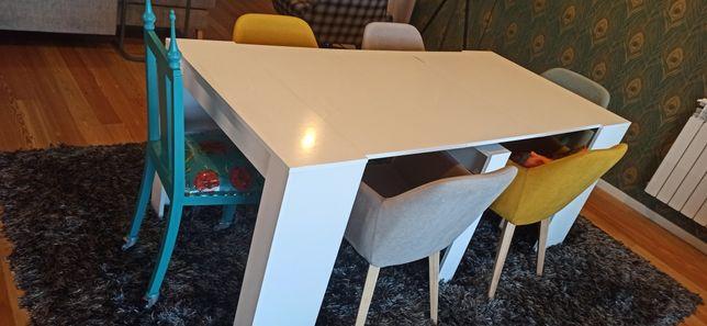 Mesa branca extensível