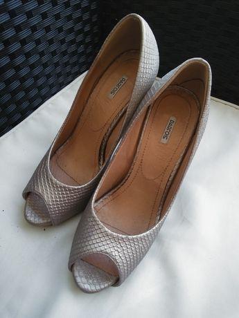 Sapatos Parfois e outros