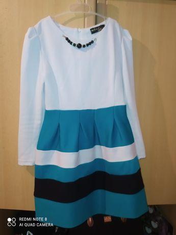Продам платье на рост 134
