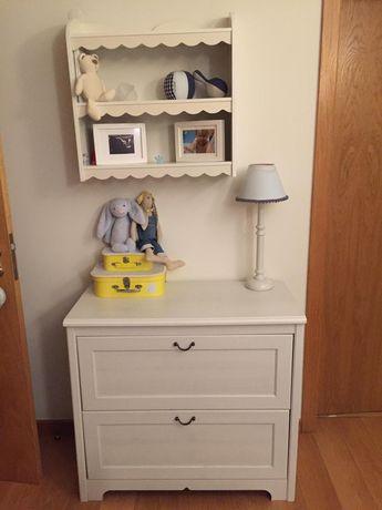 Conjunto quarto crianças (2 camas, 1 móvel de gavetas e prateleiras)