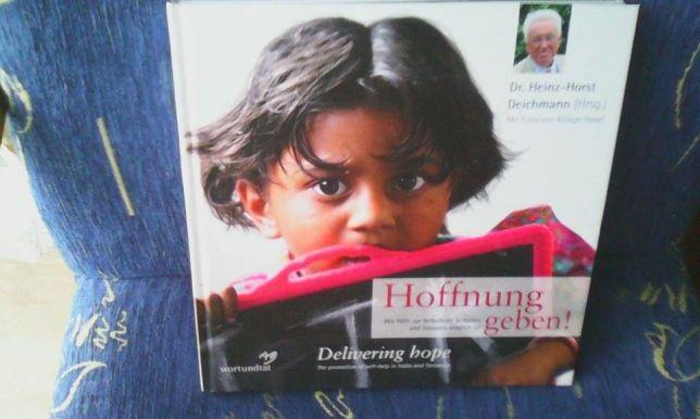 """książka album """"Hoffnung geben"""" w języku niemieckim"""