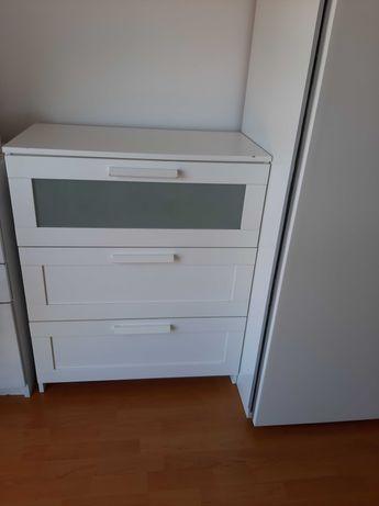 Comoda  Ikea  quarto