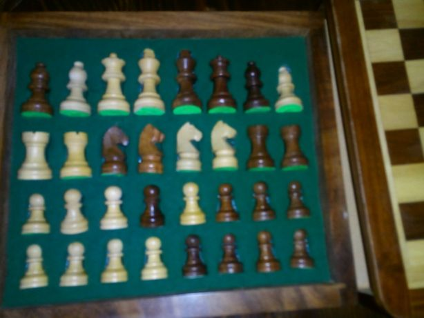 Продам деревянные шахматы