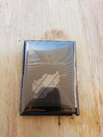 Cigarreira em metal com isqueiro