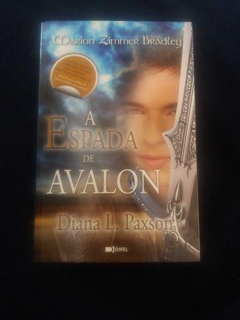 Livro - A Espada de Avalon de Diana L. Paxson