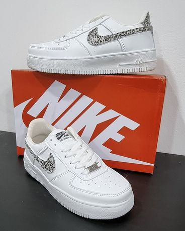 Ténis Brancos Nike