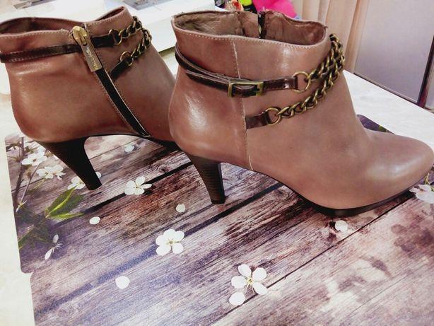 ботинки и шлёпки