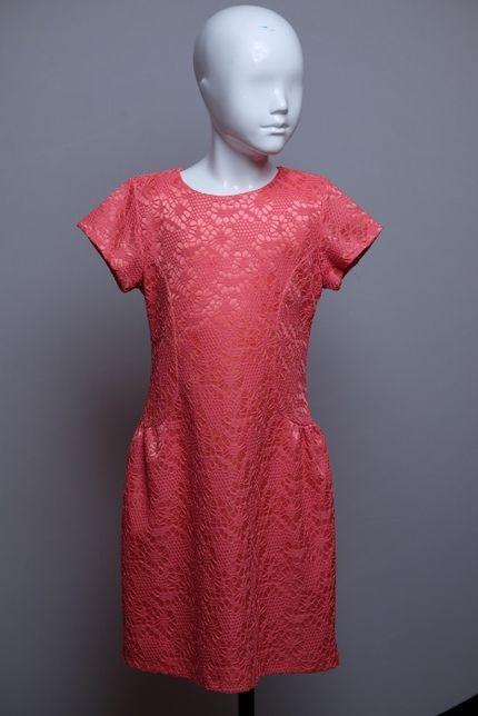Elegancka sukienka w różu pięknie się układa 128 cm święta specjalne o