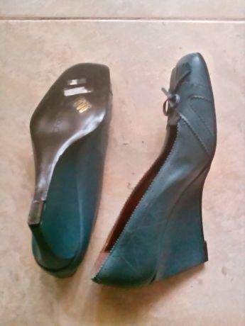 Sapatos azuis da Charles