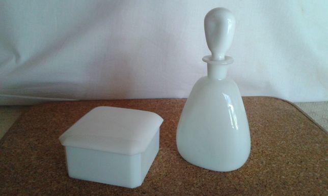 Caixa e frasco vidro opalino Marinha Grande. Jarra de vidro pintado a,