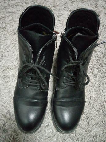 Продам женские ботинки 40
