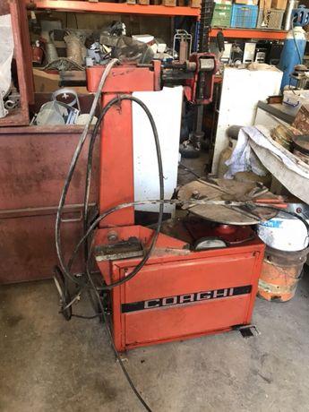 Maquina de mudar pneus Corghi