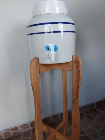 Dystrybutor do wody ze stojakiem