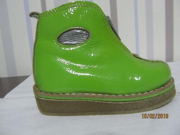 Кожаные ботиночки лаковая кожа 21р