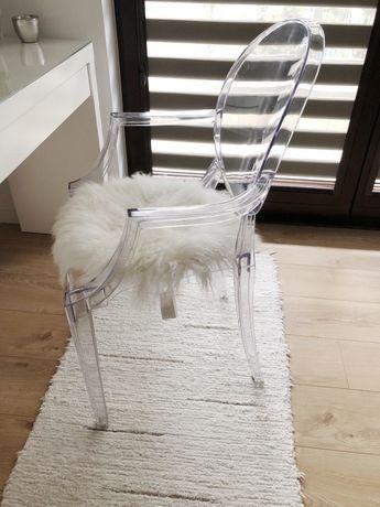 Krzesło ghost przezroczyste futro skóra westwing do toaletki
