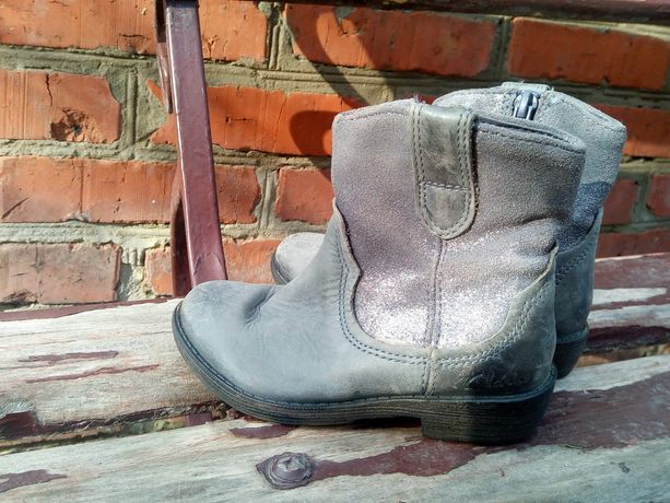 Сапожки сапоги ботинки демисезонные на девочку Clarks (на весну)
