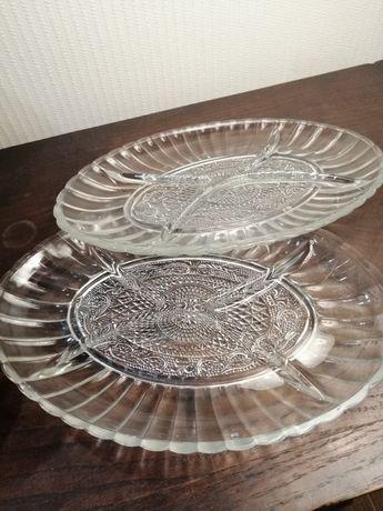 2 pratos ovais em vidro com divisórias