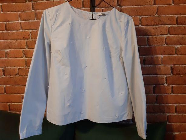Błękitna koszula z ozdobnymi perełkami