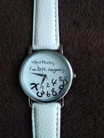 Zegarek z białym paskiem