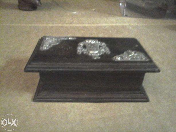Caixa em madeira e prata antiga