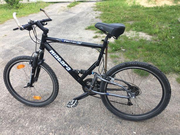 Велосипед горний двох подвєс