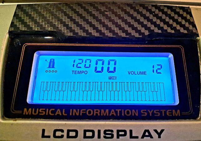 Keyboard, ekran lcd,  gniazdo na mikrofon,  61 klawiszy