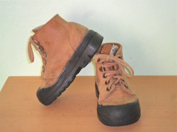 Ботинки спорт кожа Pom dART р 24 Франция