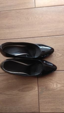 Czółenka, buty na obcasie.