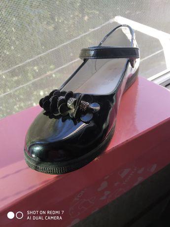 Срочно!Продам туфли школьные для девочки.