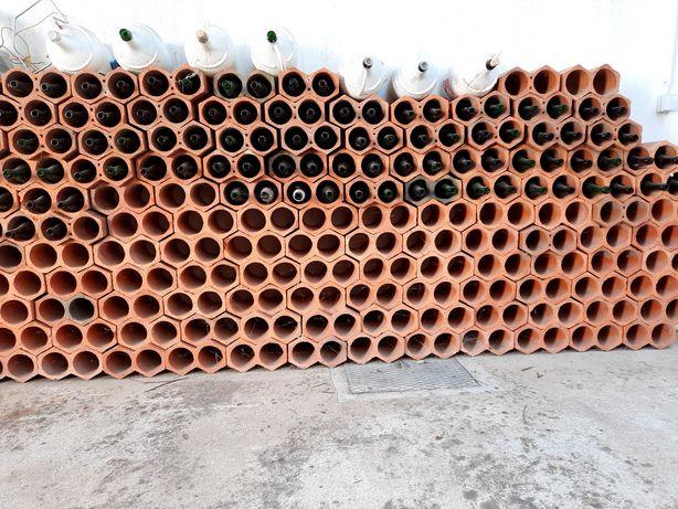 Garrafeira em tijolos 140 peças 280 garrafas