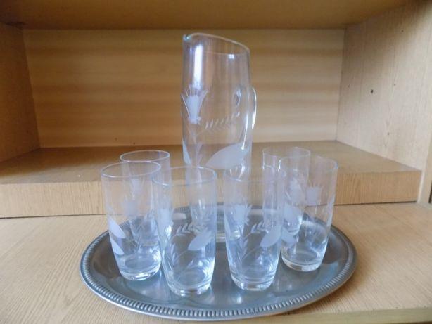 komplet szklany dzbanek i 6 szklanek