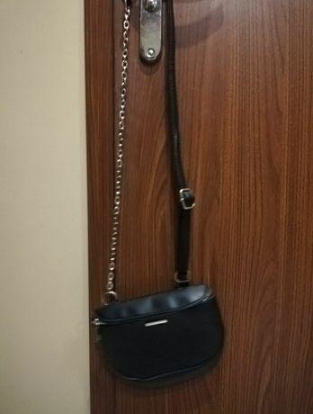 Mala torebka z łańcuchem Sinsay