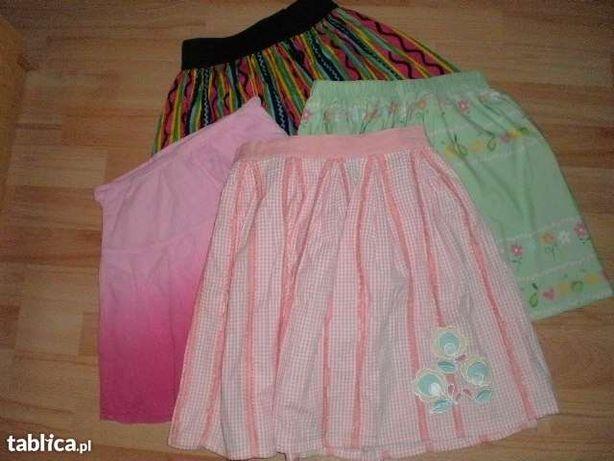 4 spódniczki dla małej elegantki.