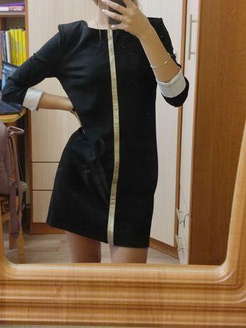 Чорна жіноча сукня