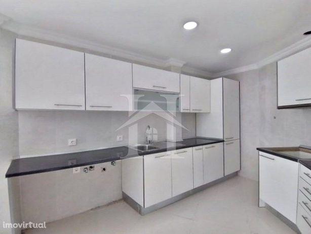 Apartamento T2 em Carnaxide junto à Estação dos CTT e da ...