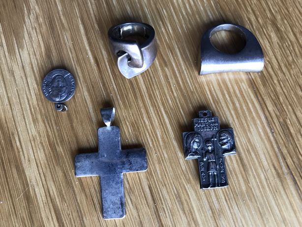 Anéis de senhora em prata e mala