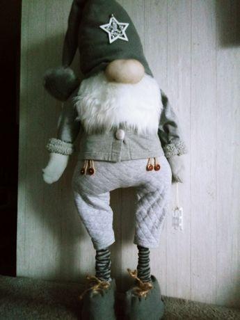 Mikołaje stojące wysokość około 70 cm.zapraszam