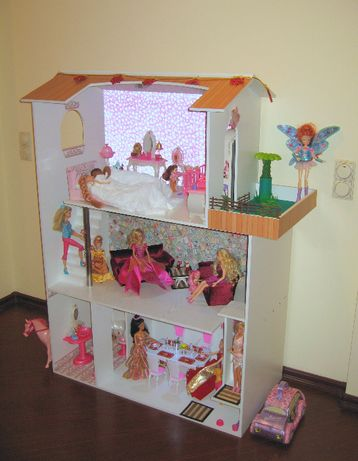 Кукольный домик большой .
