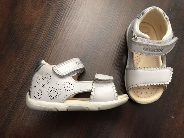 Białe sandały dziecięce Geox Tapuz B820YB 19