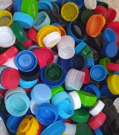 Odbiorę plastikowe korki od butelek Pet. Serce na nakrętki